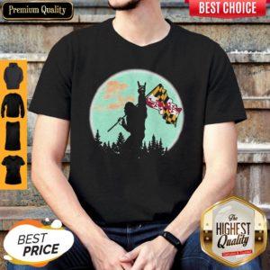 Premium Maryland Flag Bigfoot Moon Shirt