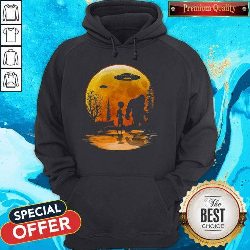 Awesome Bigfoot And Alien Under The Moon Hoodie