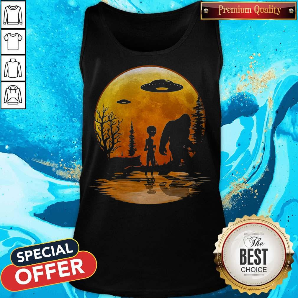 Awesome Bigfoot And Alien Under The Moon Tank Top