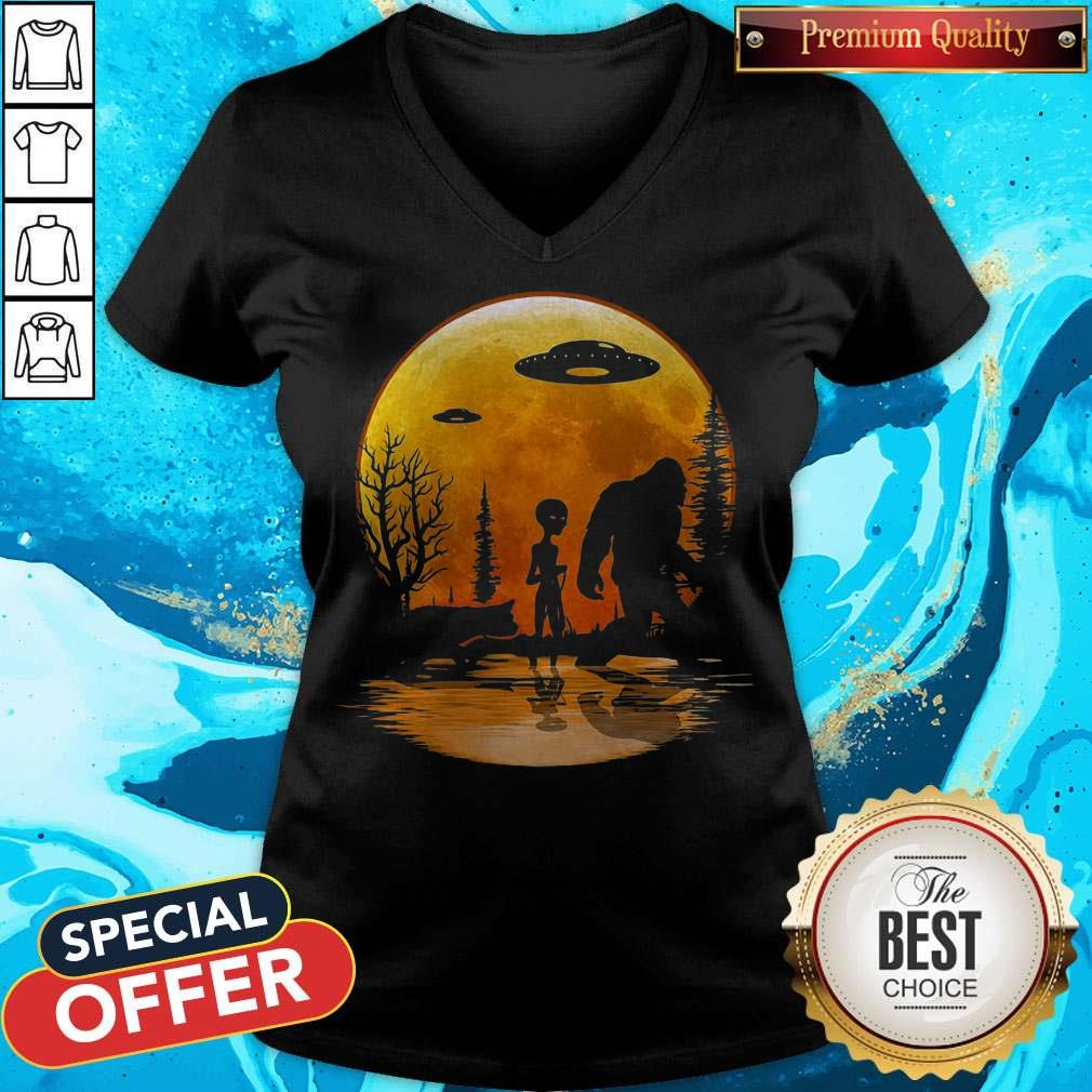 Awesome Bigfoot And Alien Under The Moon V-neck