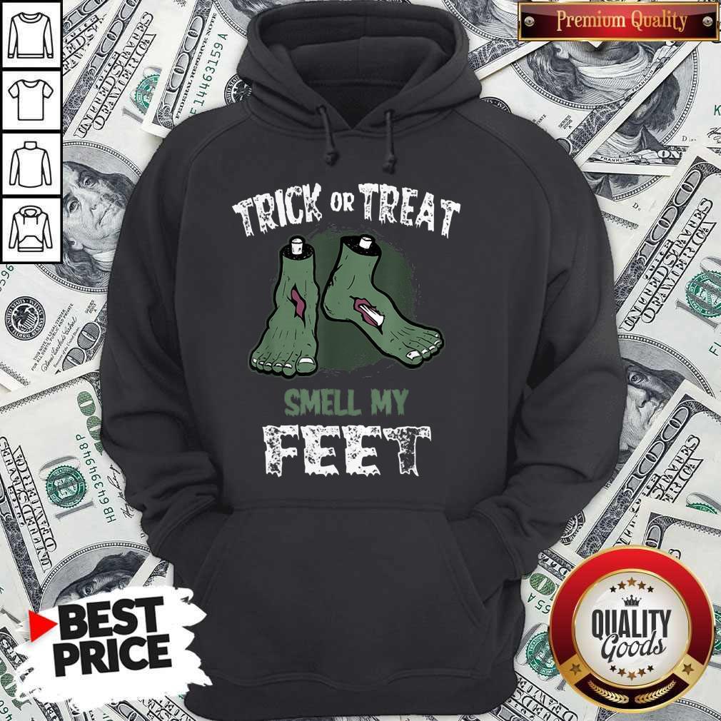 Nice Zombie Trick Or Treat Smell My Feet Halloween Hoodie