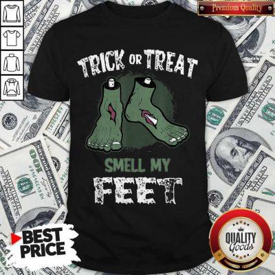 Nice Zombie Trick Or Treat Smell My Feet Halloween Shirt