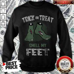Nice Zombie Trick Or Treat Smell My Feet Halloween Sweatshirt
