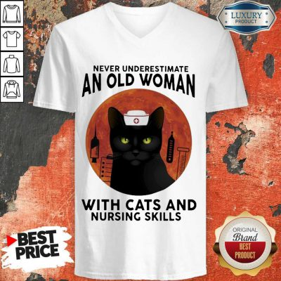 Top Never Underestimate An Old Woman With Cats And Nursing Skills Moon V-neck
