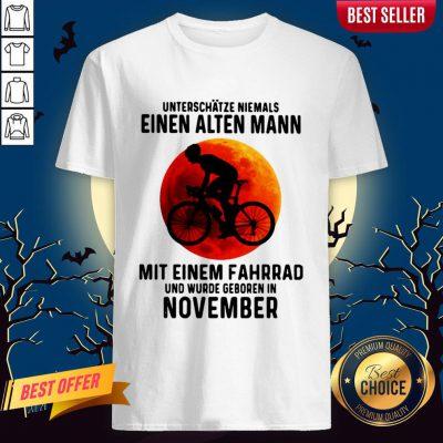 Einen Alten Mann Mit Einem Fahrrad Und Wurde Geboren In November Sunset Halloween Shirt