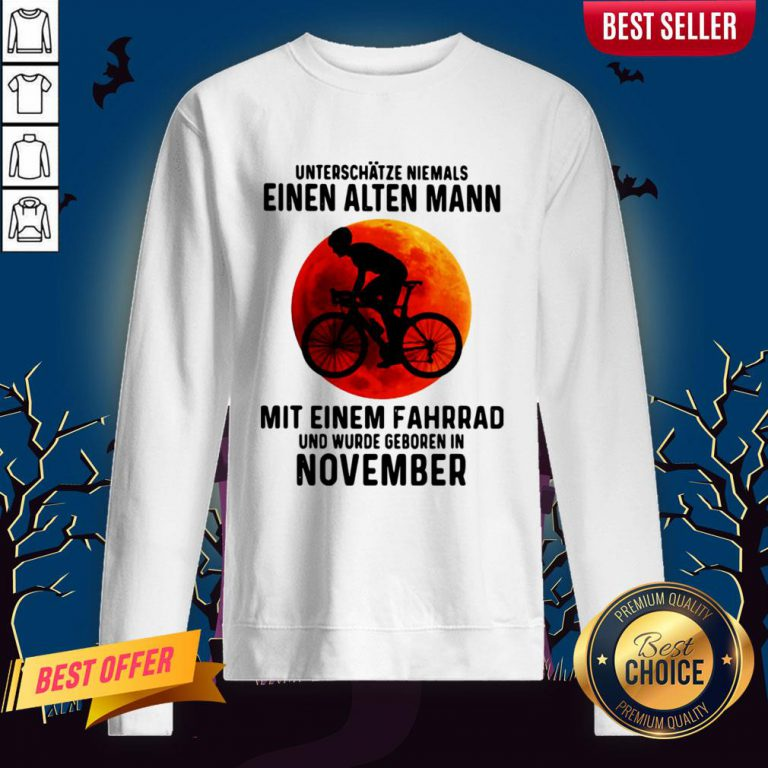 Einen Alten Mann Mit Einem Fahrrad Und Wurde Geboren In November Sunset Halloween Sweatshirt