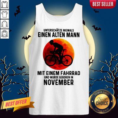 Einen Alten Mann Mit Einem Fahrrad Und Wurde Geboren In November Sunset Halloween Tank Top