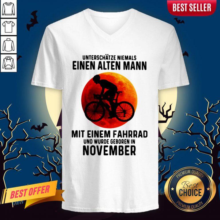 Einen Alten Mann Mit Einem Fahrrad Und Wurde Geboren In November Sunset Halloween V-neck