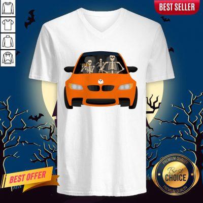 Skeleton Family Drive In The CSkeleton Family Drive In The Car Halloween Day V-neckar Halloween Day V-neck