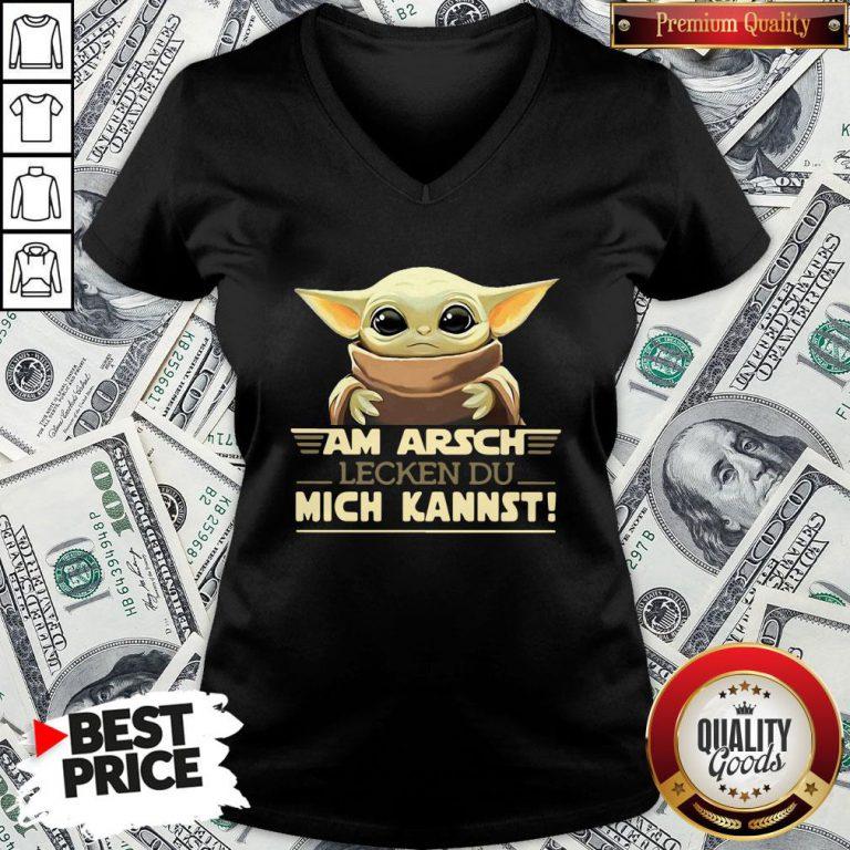 Hot Baby Yodda Am Arsch Lecken Du Mich Kannst V-neck - Design By Waretees.com