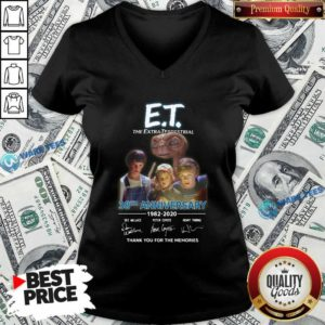 Et The Extra Terrestrial 38th Anniversary 1982 2020 Thank You For The Memories Signatures V-neck- Design by Waretees.com