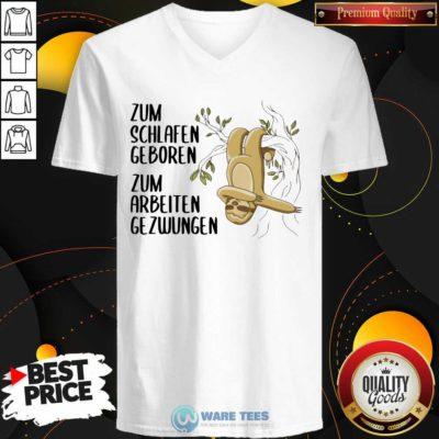 Sloth Zum Schlafen Geboren Zum Arbeiten Gezwungen V-neck- Design by Waretees.com