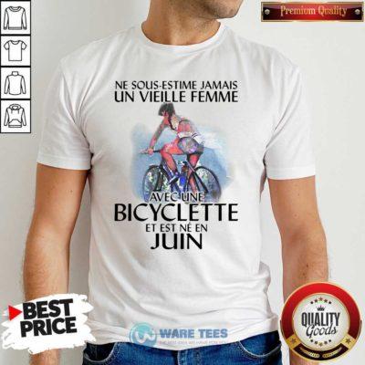 Ne Sous Estimez Jamais Un Vieille Femme Avec Une Bicyclette Et Est Ne En Juin Shirt- Design by Waretees.com