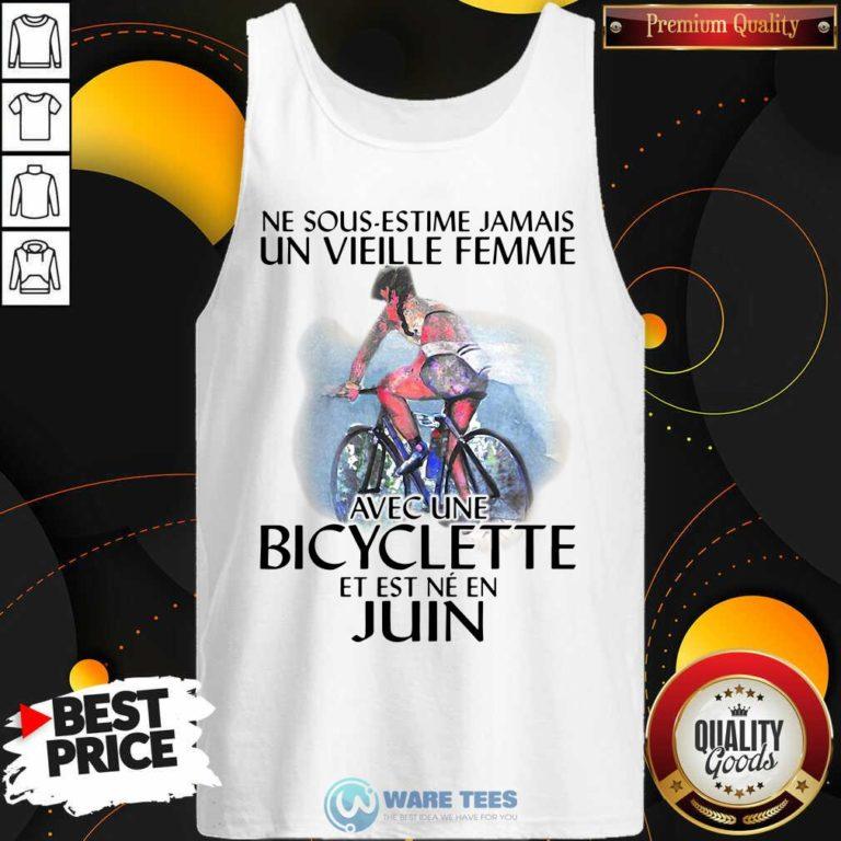 Ne Sous Estimez Jamais Un Vieille Femme Avec Une Bicyclette Et Est Ne En Juin Tank-Top- Design by Waretees.com