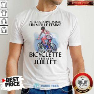 Ne Sous Estimez Jamais Un Vieille Femme Avec Une Bicyclette Et Est Ne En Juillet Shirt- Design by Waretees.com